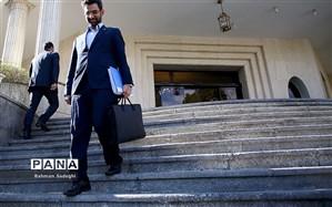 وزیر ارتباطات بازجویی و با قرار التزام آزاد شد