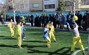 آیین نمادین افتتاحیه اولین زمین چمن مصنوعی بیمه معلم در استان