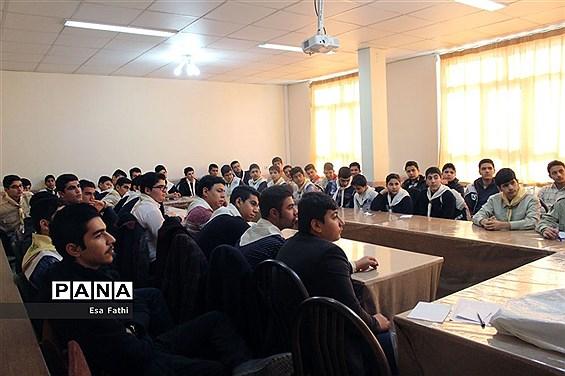 کارگاه آموزش اصول خبرنویسی و عکاسی دانشآموزان آذرشهر