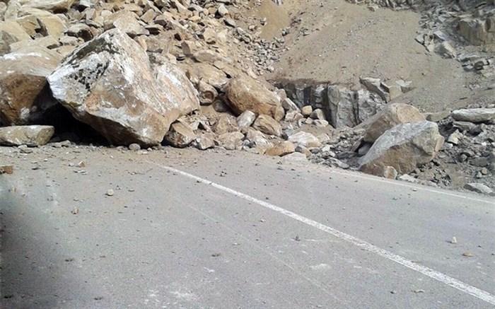 ریزش کوه در جاده هراز یک کشته برجا گذاشت