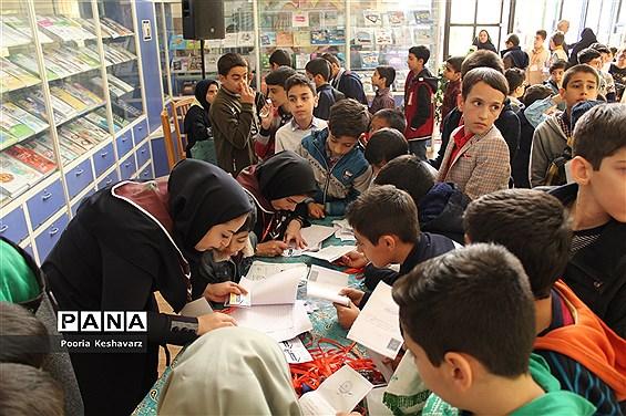 مسابقات بازی های فکری دانشآموزان پسر در فارس
