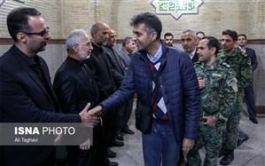 تصویر/ عادل فردوسی پور در مراسم ترحیم والده سردار مومنی