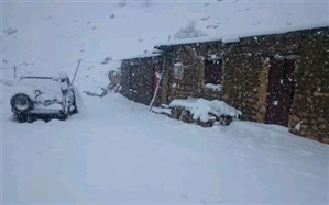 بارش برف راه ۲۷۰ روستای آذربایجان غربی را مسدود کرد