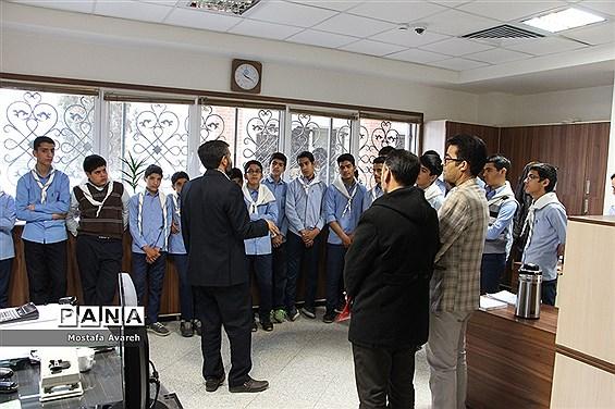 بازدید دانشآموزان پسرتشکیلات پیشتازان از سازمان بیمه تامین اجتماعی بیرجند