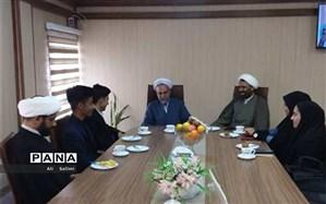 دیدار نمایندگان مجلس دانش آموزی استان با مدیرکل کتابخانه های عمومی استان هرمزگان