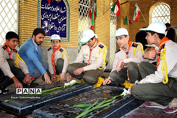 غبار روبی مزار شهدا شهرستان رباط کریم