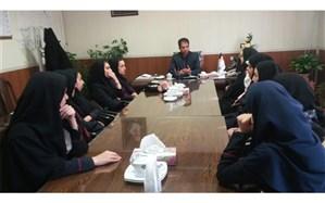 دانش آموزان دخترانه فاطمیه کوگیر با کارمندان جهاد سازندگی طارم سفلی دیدار کردند