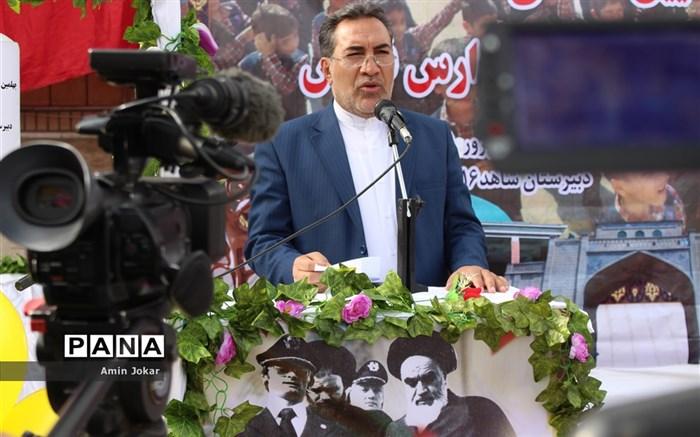 آیین نواختن زنگ انقلاب در مدارس استان فارس