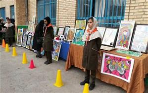 برگزاری نمایشگاه هنری و دست سازه های دانش آموزان ناحیه 6 مشهد