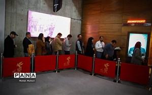 محمد رضا فرجی :  «متری شیش و نیم» و «ماجرای نیمروز۲» برای بیشترین سانس ویژه جشنواره فجر رقابت دارند