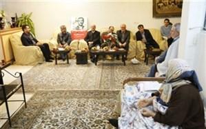 زاهدی استاندار قزوین با دو خانواده شهید انقلاب اسلامی دیدار و گفت و گو کرد