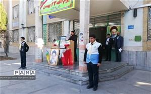 نواختن گلبانگ انقلاب اسلامی در دبیرستان شاهد حکمت ناحیه 3 مشهد