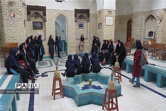 بازدید دانشآموزان دبیرستان فرزانگان دوره اول از مجموعه خان یزد