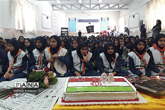 برگزاری مراسم چهلمین سالگرد انقلاب اسلامی دردبیرستان فخرالزمان قریب