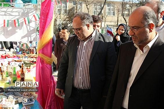 بازدید از نمایشگاه دستآوردهای دانشآموزان منطقه 12 آموزش و پرورش شهر تهران