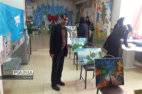 برگزاری نمایشگاه نقاشی در دبیرستان فروغ بهمناسبت دهه فجر