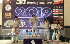 دانش آموز ناحیه یک  اهواز قهرمان مسابقات بین المللی کاراته شد