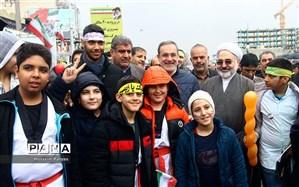 بطحایی در راهپیمایی 22 بهمن: مشکلات هرگز نمیتواند از عشق مردم به انقلاب  بکاهد