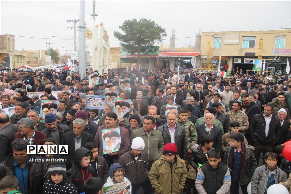 راهپیمایی باشکوه مردم اردستان در ۲۲ بهمن