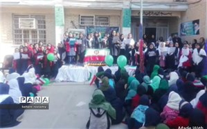 اجرای جشن انقلاب باعنوان اتحادقومیتها به حمایت ازرهبری در دبستان حجاب