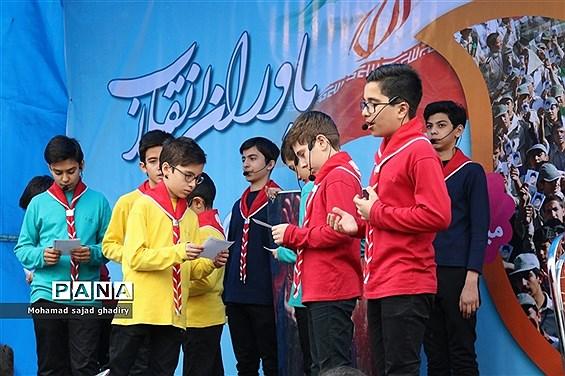 غرفه سازمان دانشآموزی شهر تهران در راهپیمایی 22 بهمن ماه تهران