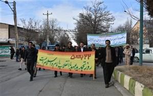 فرهنگیان و دانش آموزان شهرستان دیواندره در راهپیمایی یوم الله 22بهمن سال 97حضوری دشمن شکن داشتند