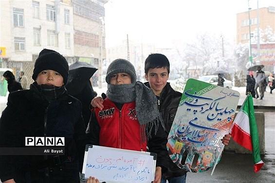 حضور پرشکوه مردم در راهپیمایی ٢٢ بهمن همدان