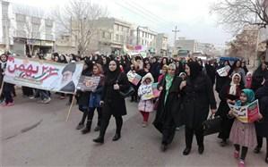 حضور سیده منیره قوامی عضو شورای شهر استان قزوین در راهپیمایی ٢٢بهمن  در شهرک ناصرآباد