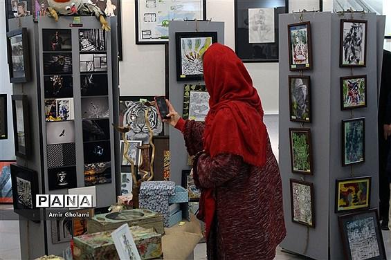 نمایشگاه آفریدهها و دست ساختههای هنرآموزان و هنرجویان منطقه یک تهران