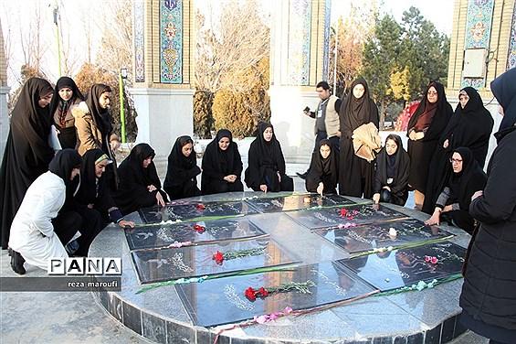 ادای احترام  نمایندگان  مجلس دانشآموزی کشور به شهدای گمنام آذربایجان غربی