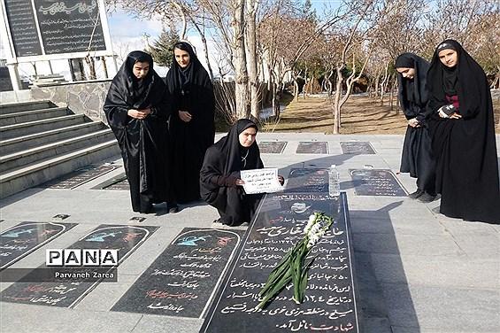 مراسم بزرگداشت چهلمین سال پیروزی انقلاب در هنرستان دخترانه شهید پیرو همدان