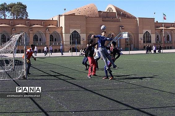 افتتاحیه مسابقات فوتبال دبیرستان ایرانشهر