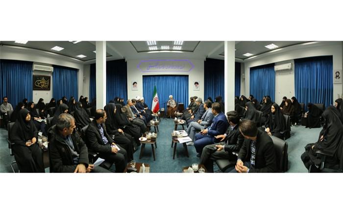دیدار جمعی از مسئولان تشکلهای دانشآموزیِ با نماینده ولی فقیه در استان قزوین