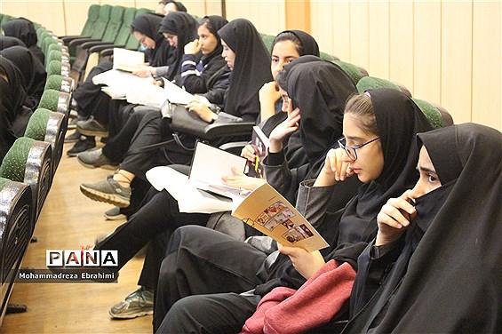 برپایی نمایشگاه کتاب در سازمان دانشآموزی استان همدان