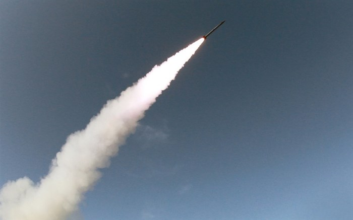 ارتش یمن مواضع نظامیان سعودی را هدف حملات موشکی و توپخانه قرار داد