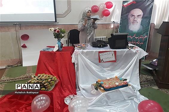 برگزاری مراسم میلاد حضرت زهرا (س) دردبیرستان فخرالزمان قریب