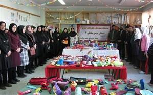 برگزاری نمایشگاه دست سازه های دانش آموزان دبستان موسی صادقی ناحیه یک اردبیل
