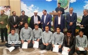 تجلیل از دانش آموزان برتر دبیرستان شهید دکتر چمران شهرستان نایین
