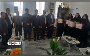 تجلیل از بانوان مجموعه سمپاد توسط دبیرستان شهید رحیمی فر میبد در روز ولادت حضرت زهرا(س)