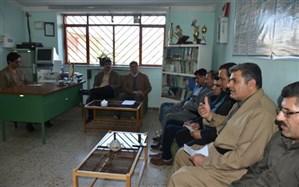 نشست هم اندیشی آموزگاران آموزشگاه استثنایی امید دیواندره برگزار شد