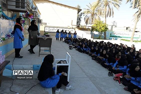 تجلیل از دانش آموزان برتر آموزشگاه شهید انصاری در روز میلاد باسعادت دخت نبی اکرم (ص)