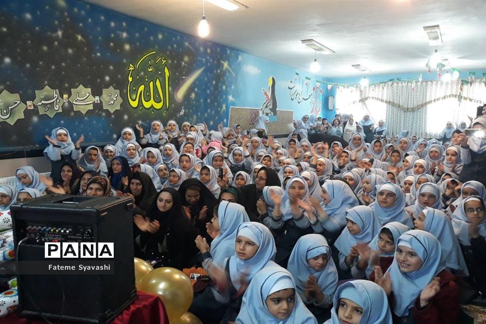 برگزاری مراسم جشن تکلیف 300 دانش آموز مدارس دخترانه منطقه خزل شهرستان نهاوند