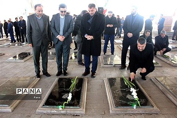 آیین غبارروبی و عطر افشانی گلزار شهداء به مناسبت هفته امور تربیتی در آذربایجان شرقی