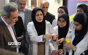 استخراج دی.اِن.ای ( DNA) توسط دانش آموزان در حضور وزیر آموزش و پرورش