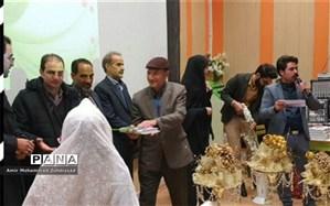 اهدای جهیزیه به نوعروسان نیازمند شهرستان اسد آباد
