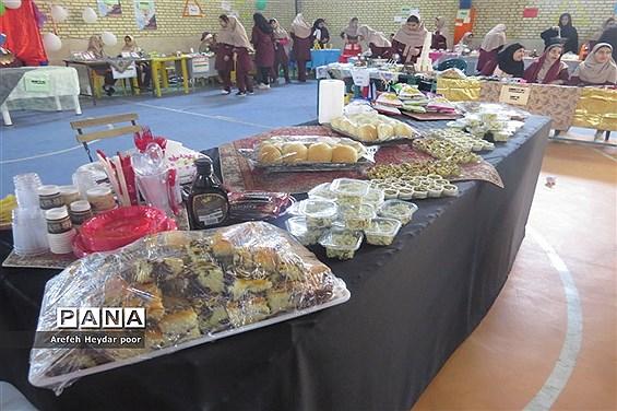 نمایشگاه و بازارچه دست سازهای دانش آموزان  دبیرستان شهیده سهام خیام  بوشهر-2