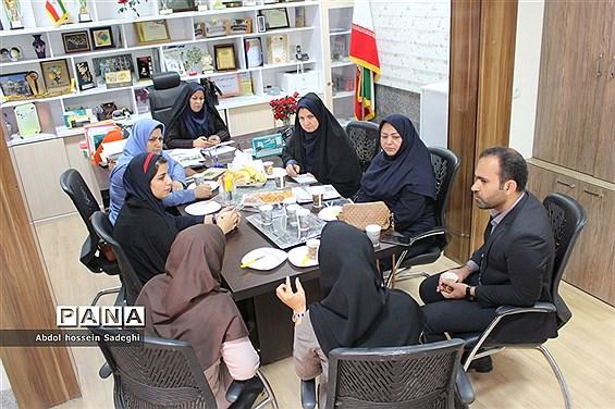 جلسه هماندیشی معلمان گروه علوم پایه و دانشآموزان