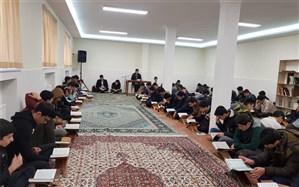 برگزاری محفل انس با قرآن در دبیرستان علوم و معارف اسلامی