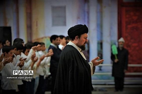 جشن عبادت 2000 نفره دانشآموزان پسر منطقه 19 آموزش و پرورش شهر تهران در مرقد امام خمینی (ره)
