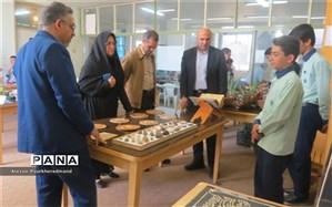 بازدید رئیس اداره استعدادهای درخشان از بازارچه کارآفرینی و خلاقیت